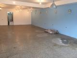 <h5>Leerer Raum</h5><p>Vorbereitung für die Bodenverlegung, alles gespachtelt und geschliffen </p>