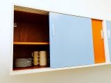 <h5>Küchenschrank</h5><p>Hier ist der fertig hängende 60er Jahre Schrank</p>