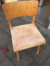 <h5>Alter Stuhl - upcycling</h5><p>heute ganz in weiß</p>