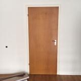 <h5>Tür vorher</h5><p>nine ganz normale, braune Durchschnittstür</p>