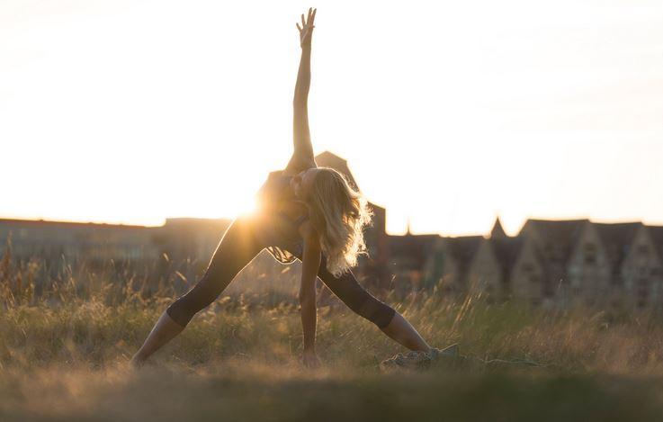 19:45h – 21:00 h Yoga für den Feierabend mit Ilka Schmidt